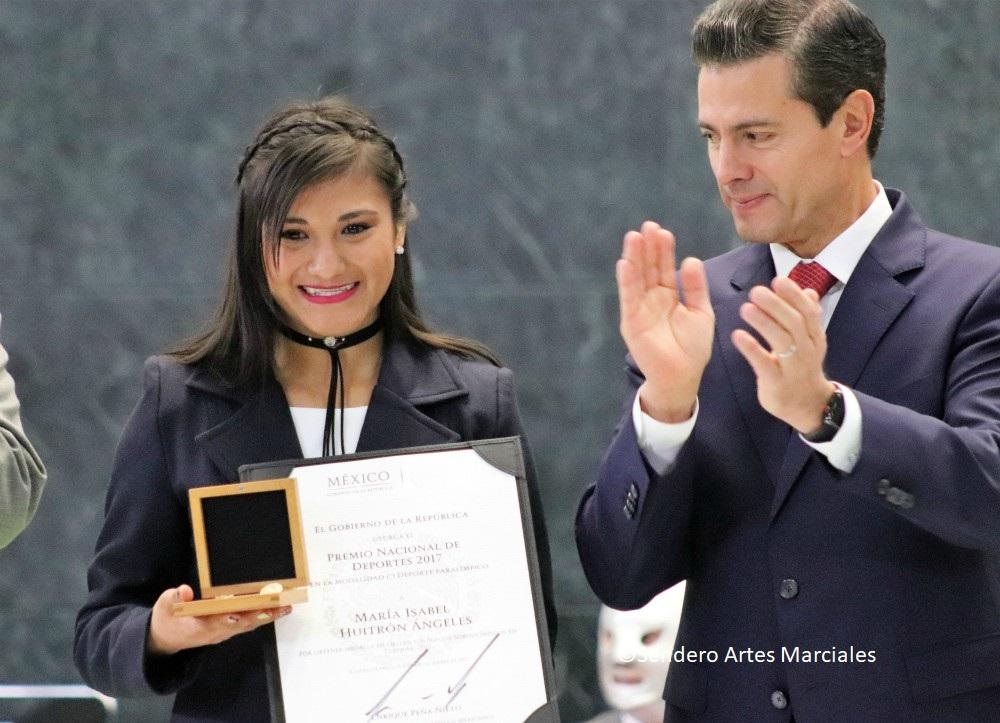 María Isabel Huitrón Ángeles, ganadora de la medalla de oro en Juegos Sordolímpicos Turquía 2017, recibió el Premio Nacional del Deporte en la Residencia Oficial de Los Pinos, donde se hizo entrega de este galardón junto con el del Mérito Deportivo, a deportistas y personalidades destacadas por su trayectoria en esta materia.
