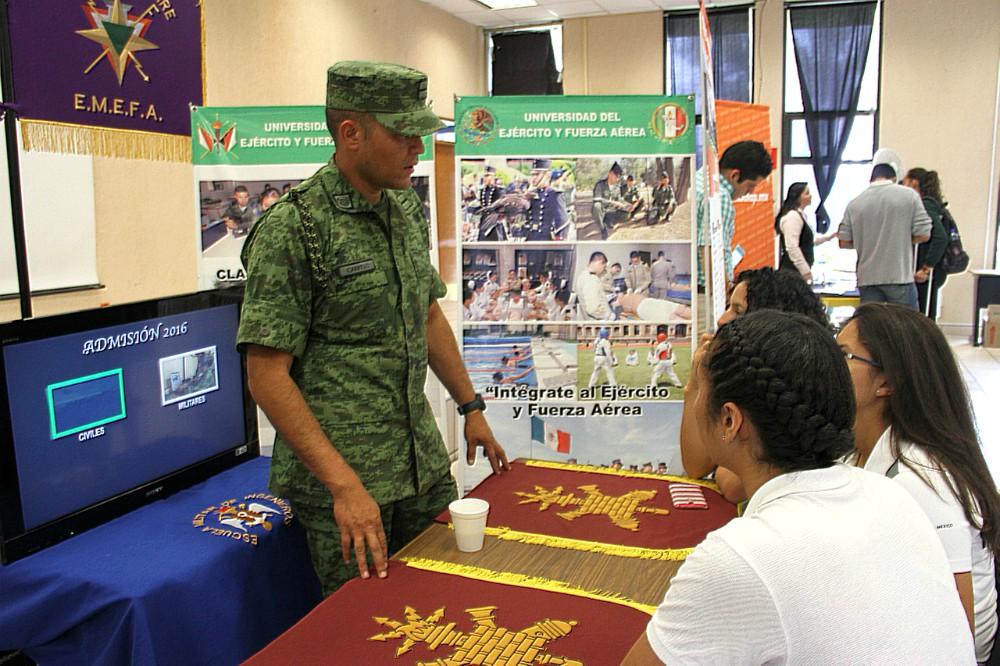 Atletas con estudios de bachillerato del CNAR recibieron ofertas educativas para continuar sus estudios superiores.