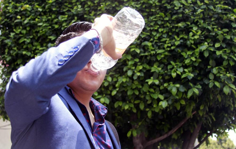 La Secretaría de Salud de la Ciudad de México (SEDESA-CDMX), emitió una alerta así como una serie de recomendaciones para evitar la deshidratación o enfermedades.