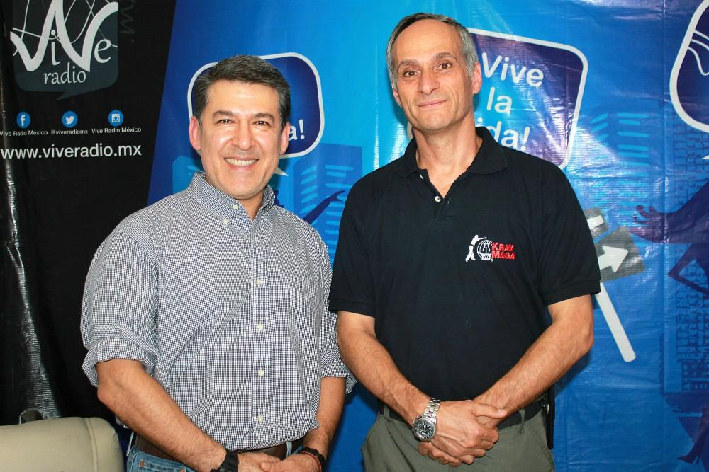 A la derecha GM Kobi LLichtenstein acompañado de Sensei Eric Martínez.