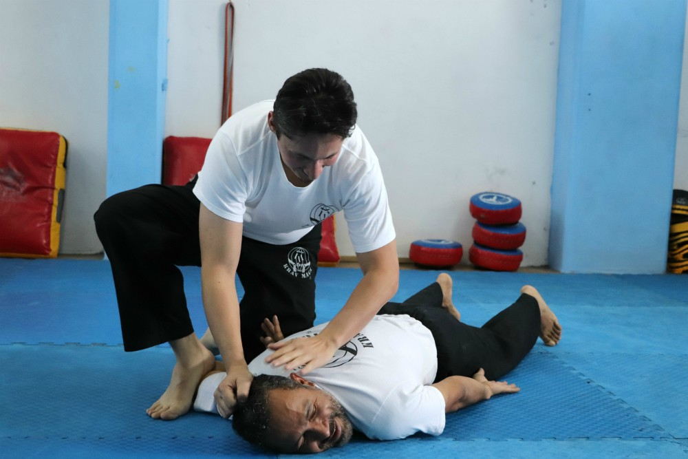 Instructor David Hernández Villalobos,  FSAKM-Mx, neutralizando presunto agresor.