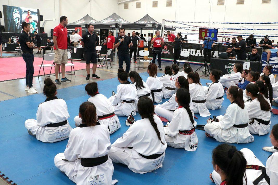 La primera Academia CONADE de Taekwondo se llevó a cabo este fin de semana en la ciudad de Chihuahua, Chihuahua, donde cientos de practicantes de 11 a 17 años de edad acudieron en este evento de detección y desarrollo de talentos.