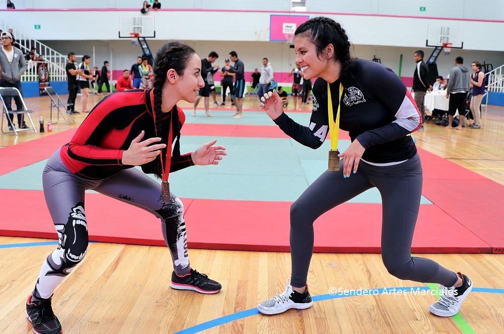 Hannia Zavala (izquierda) y Mayra León (derecha).
