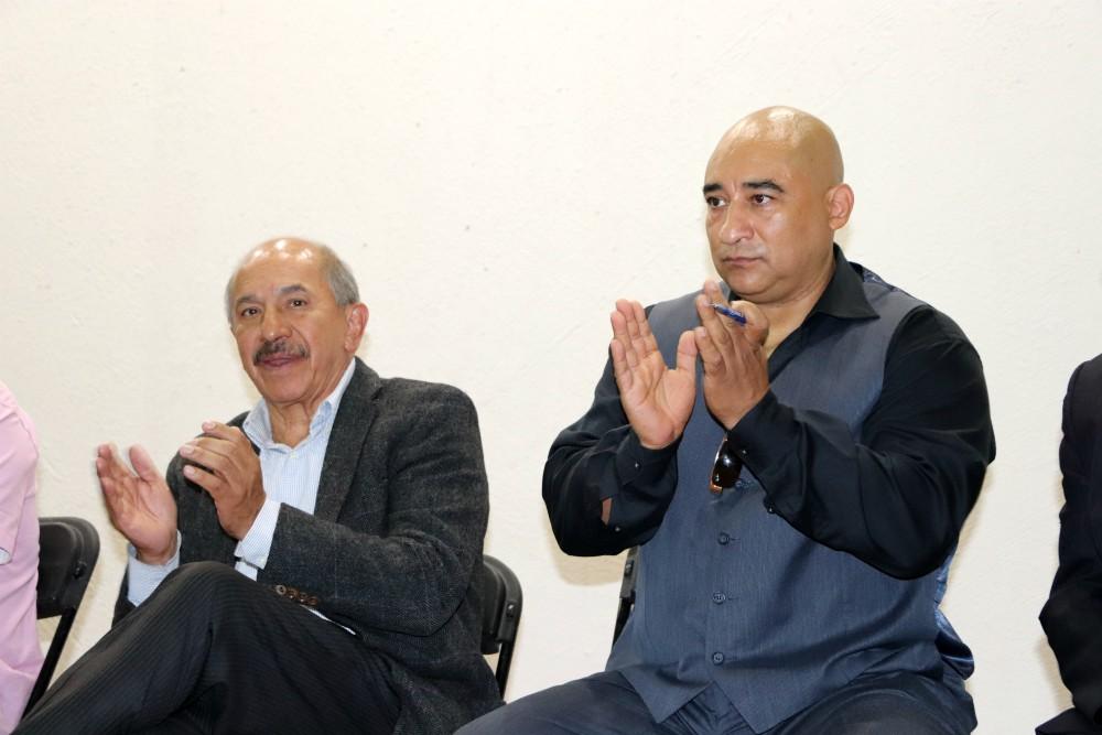 A la izquierda, Armando Quintero, Alcalde Iztacalco, junto a Jhonny Boy Zárate, organizador de Foro del Deporte en Iztacalco.