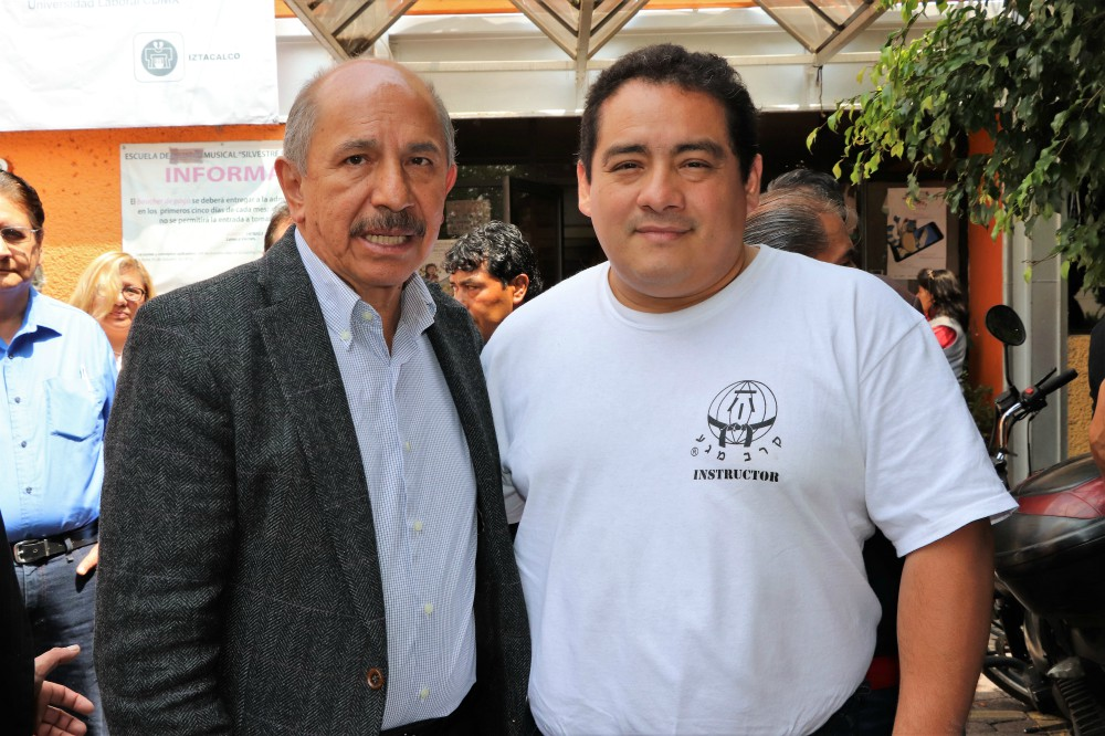 A la izquierda, Armando Quintero, Alcalde Iztacalco, junto a Albano Santiago Villanueva, representante FSAKM-Mx.