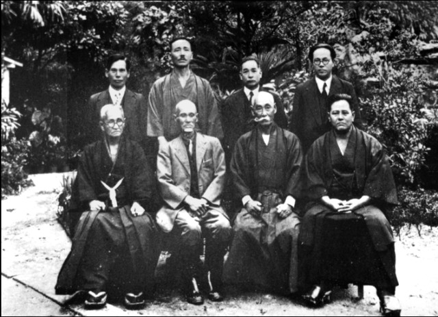 Reunión de Grandes Maestros de Okinawa en 1936. (Foto tomada de la web).