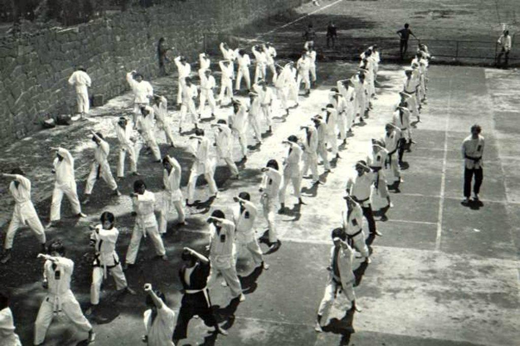 Juan Leonel Sierra Olagaray y grupo de Karate en Prepa 6 UNAM. Foto: Cortesía.