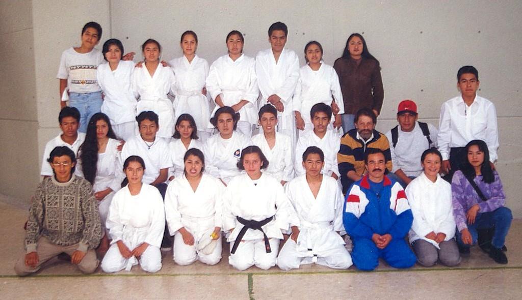 Juan Leonel Sierra Olagaray con uno de sus últimos grupos del Taller de Karate en la UNAM. Foto: Cortesía.
