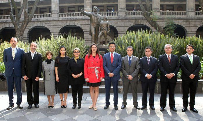 Las autoridades que integran el nuevo equipo de trabajo de la CONADE, que dirige Ana Gabriela Guevara Espinoza, realizaron su protesta ante la Junta Directiva 2019, de la SEP.
