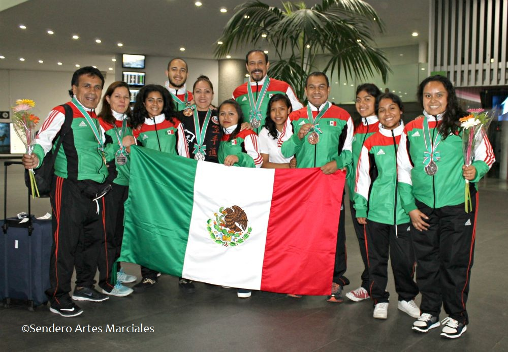 Llegada de equipo de Karate Club Mundet-Casa de las Mercedes a la CDMX.