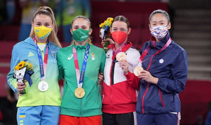 Primeras medallistas olímpicos en la historia de kumite femenil -55kg. Fotos WKF.